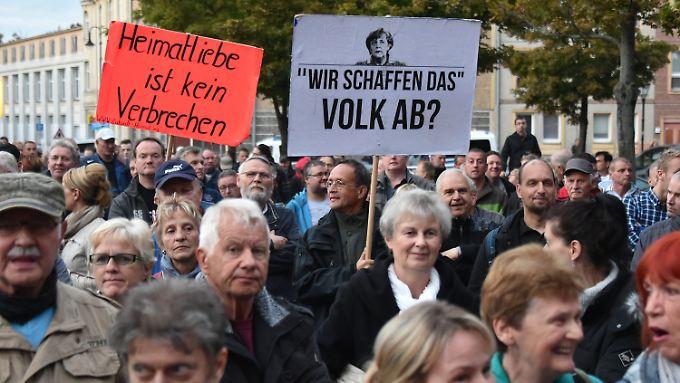Für viele AfD-Wähler sind Umfragen Teil der Manipulationsmaschinerie von Politik und Medien.