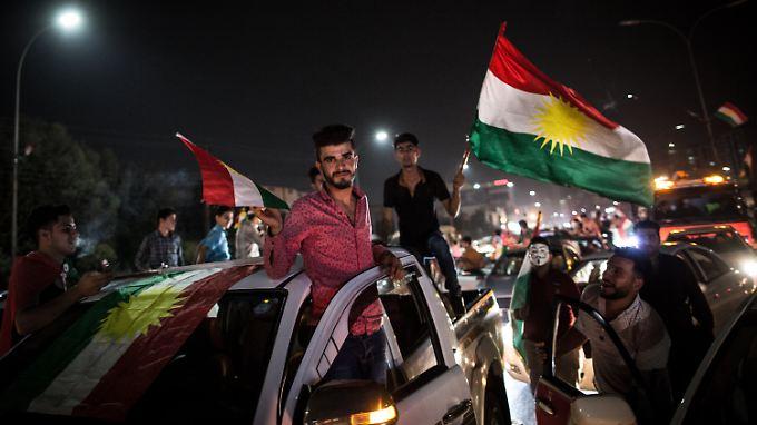 Mit einem Autokorso durch Erbil feiern die Menschen ihren mutmaßlichen Wahlerfolg.