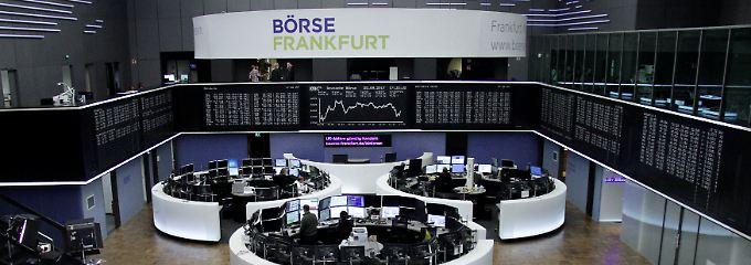 Blick in den Frankfurter Handelssaal am Tag nach der Wahl: Der Dax beendete die Montagssitzung nahezu unverändert bei 12.594 Punkten.