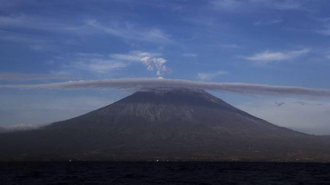 Gefährliche Schönheit: Der Agung könnte sich jederzeit in einen Feuer und Lava speienden Berg verwandeln.
