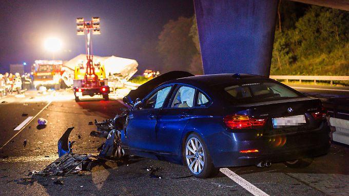 Drei Tote, fünf Verletzte - so die Bilanz der Geisterfahrt auf der A67.