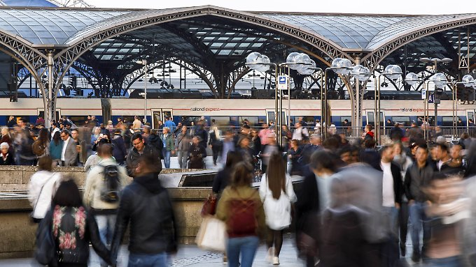Dank des Wachstums wird es auch weiterhin Gedränge in deutschen Städten geben, so wie hier am Kölner Hauptbahnhof.