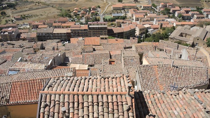 Blick auf die sizilianische Gemeinde Gangi. Hier können Häuser für einen Euro erworben werden. Die Kommune will mit der Initiative den Ort wiederbeleben.