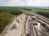Asphalt überm Tagebau: Wie auf Kohlelöchern Autobahnen entstehen