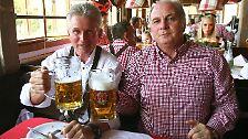 ... einen guten Draht zu FC-Bayern-Königsmacher Uli Hoeneß, ...