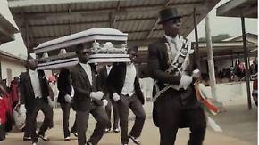 Schwungvolle Beerdigungen in Ghana: Sargträger tanzen die Toten ins Grab