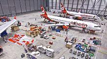 Geräumige Anlagen voller Spezialisten: Blick in einen der Wartungshangars der Air Berlin Technik.