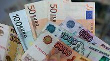Der Börsen-Tag: Devisenmarkt im Sanktionsstress: Rubel verliert an Boden