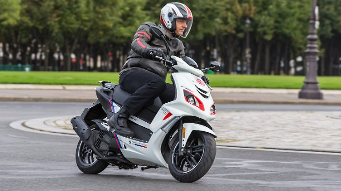 Der neue Peugeot Speedfight 125 kommt mit Voll-LED-Beleuchtung und Sparmotor daher.