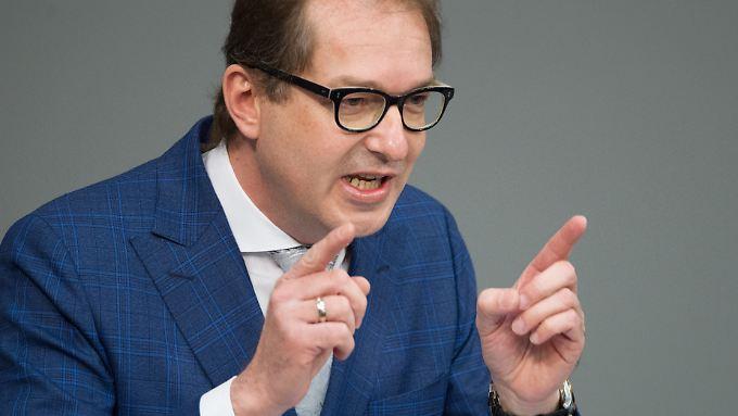 Der bisherige Verkehrsminister Alexander Dobrindt beharrt darauf, den Unionskompromiss in einen Koalitionsvertrag zu integrieren.