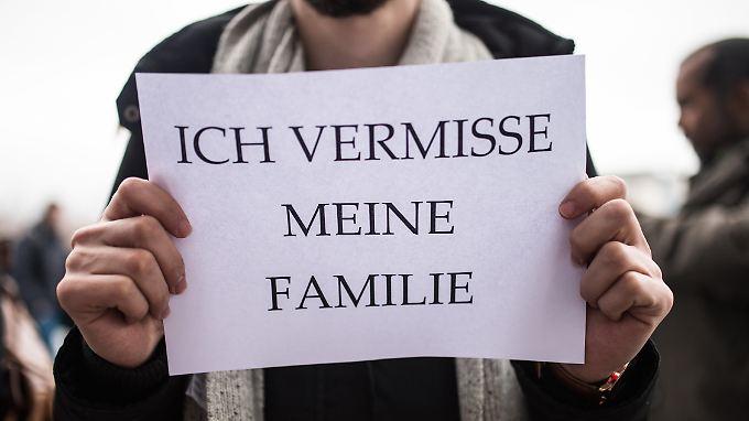Die Linken-Politikerin Jelpke fordert, den Familiennachzug nicht weiter einzuschränken, die Zahlen seien überschaubar.