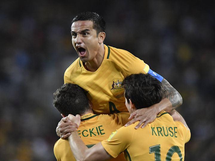 Doppeltorschütze Tim Cahill schießt Australien ins Playoff-Match.