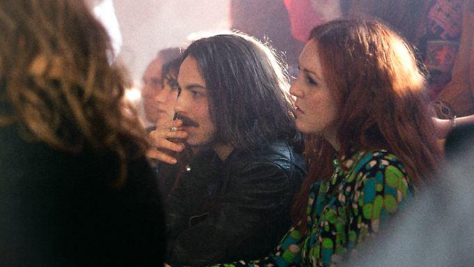 """""""Der rote Schatten"""" mit Wilhelm Jordan (Elias Popp. l) und Astrid Frühwein (Emma Jane) geht in die 1970er-Jahre zurück."""