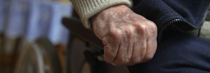 Wer die Pflege für einen Bedürftigen organisiert, sollte nicht den Mut verlieren.