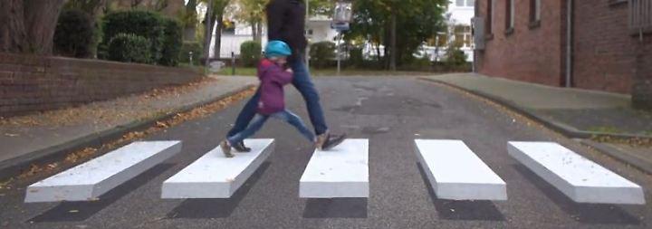 3D-Experiment in Grevenbroich: Schwebender Zebrastreifen bremst Autofahrer aus