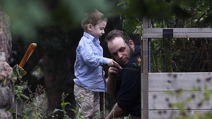 Boyle mit seinem Sohn Jonah, der in Gefangenschaft geboren wurde.