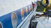 Nach monatelanger Vorbereitung begannen Flugzeug-Experten mit der Verladung der Tupolew 134.