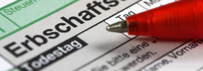 Im Prinzip reicht es, wenn Erben einfach die ihnen vermachten Gegenstände mit sämtlichen Bezeichnungen auflisten.