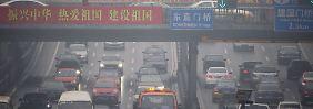 Mehr Elektroautos sollen helfen, den Smog in China zu verbannen.
