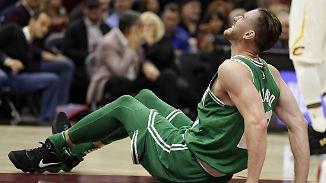 Zweikampf gegen LeBron James: Horror-Verletzung schockt zum NBA-Start