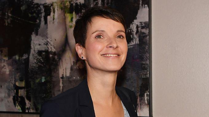 Im Interview mit n-tv.de erklärt Petry erste Ziele ihrer neuen Partei.