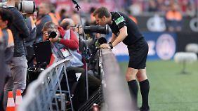Auf Wunsch der Schiedsrichter weitet der DFB den Einsatz der Videoschiedsrichter aus.