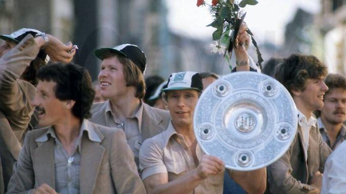 Am Saisonende lagen Berti Vogts und seine Gladbacher haarscharf vor den Kaufhof-Schalkern.