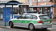 Nach den Angriffen hatte die Polizei Anwohner dazu aufgerufen, in ihren Häusern zu bleiben. Menschen sollten den Rosenheimer Platz, den Ostpark und das Gebiet rund um den Ostbahnhof meiden.