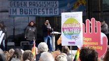 Mehrere tausend Menschen sind zu der Demonstration gekommen.