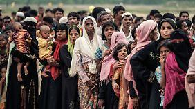 Wartende Rohingya im Flüchtlingslager in Bangladesch