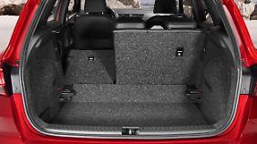 In den Kofferraum passen bei aufgerichteter Rückenlehne 400 Liter.