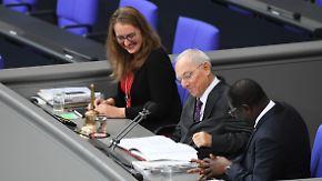 Turbulente erste Sitzung im Bundestag: Schäuble hält erste Ansprache als Bundestagspräsident