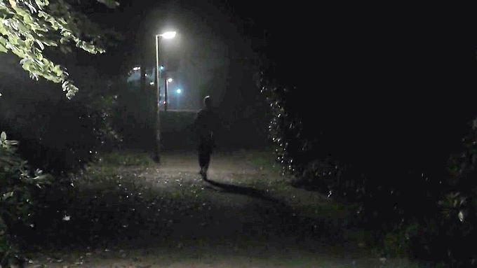 Brutaler Angriff in Bottrop: Mehrere Männer prügeln junge Joggerin krankenhausreif