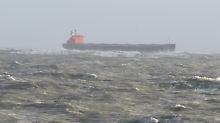 Frachter-Havarie bis Sandverlust: Nordsee-Inseln kämpfen mit Sturmtief-Folgen