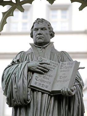 Martin-Luther-Denkmal auf dem Marktplatz von Wittenberg.
