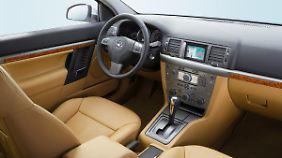 Für seine Zeit zeigt sich der Opel Vectra im Innenraum recht übersichtlich.