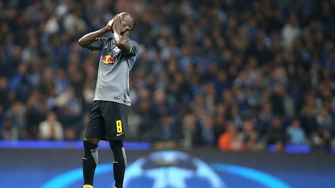 Nicht nur Leipzigs Naby Keita mochte angesichts der Standardschwäche seines Teams in Porto nicht mehr hinschauen.