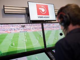 Bundestrainer Löw findet, dass die Technik den Fußball gerechter macht.