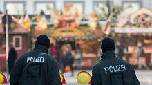 Verstärkte Polizeipräsenz und massive Straßensperren sollen Terroristen abschrecken.