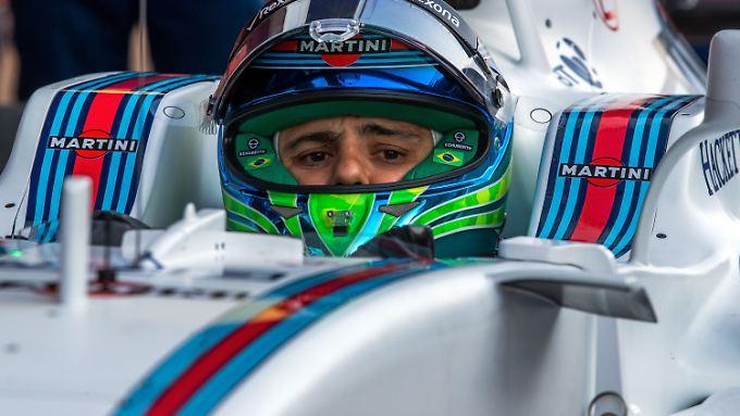 Felipe Massa nimmt seinen Helm: Der Brasilianer beendet seine Formel-1-Karriere.