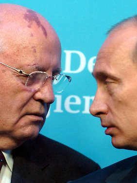 Umgang mit der Oktoberrevolution: Michail Gorbatschow und Wladimir Putin tun sich schwer.