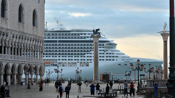 Freie Sicht vom Markusplatz: Venedig sperrt Kreuzfahrtschiffe aus