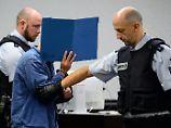 Mit Köpfen Enthaupteter posiert: Irakischer Flüchtling steht vor Gericht