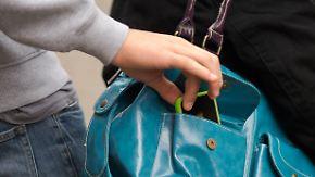 Stadt der Reichen und Langfinger: Taschendiebe greifen in Düsseldorf am häufigsten zu