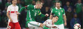 """""""Schlimmer als bei Henry"""": Elfer-Geschenk bestraft Nordirland doppelt"""