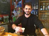 Italien ist ohne seine Kaffeekultur kaum vorstellbar, doch nicht jeder kann sich das leisten.