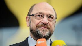 Zähes Ringen um Jamaika: Hofreiter sauer, Schulz stichelt