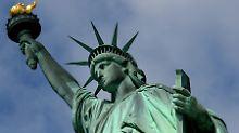 Die Freiheitsstatue in New York steht symbolisch die USA als Einwanderungsland.