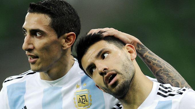 Argentiniens Di Maria und Agüero: Niederlage gegen Nigeria.