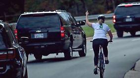 Kaum zu glauben, aber wahr: Stinkefinger gegen Trump macht Radlerin reich